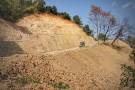 Letzte Etappe in Indien: Auf dem Weg von Imphal zum letzten indischen Ort, Moreh, an der Grenze zu Myanmar. An vielen Stellen dieser Straße kommt es insbesondere zur Regenzeit zu Erdrutschen