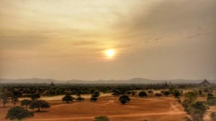 Sonnenuntergang über Bagan (Blick vom Pyathadar Hpaya-Tempel)
