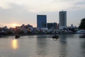 Sonnenuntergang über dem Singapur River (Boat Quay)