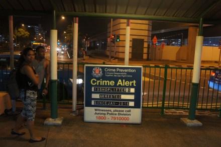 Singapur ist nichts für Kriminelle. Die angekündigten Strafen werden tatsächlich auch angewendet. Beispielsweise besteht auf Drogenschmuggel die Todesstrafe, die durch Hängen am Strick vollzogen wird