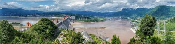 Ca. 2000 Kilometer flussabwärts: Der Drei-Schluchten-Staudamm am Yangzi-Fluss in der Hubei-Provinz ist nach installierter Leistung das größte Kraftwerk der Welt