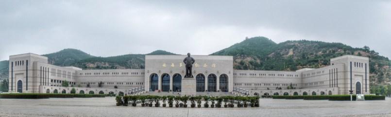 Yan'an (Shaanxi-Provinz) war von 1935 bis 1947 der Sitz der Kommunistischen Partei Chinas (CCP). Hier wurden die Ideologien geformt, die in der Revolution umgesetzt wurden. Im Yan'an Revolution Museum werden ohne Selbstkritik die Errungenschaften dieser Zeit gehuldigt