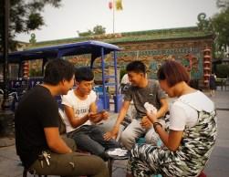 ... Karten gespielt (Chinesen lieben Karten spielen)...