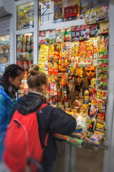 Einkaufen in der Markthalle von Irkutsk für die weite Fahrt nach Tomsk bzw. Ufa