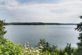 Auf der Fahrt über die Masurische Seenplatte im Nordosten Polens (im Zug von Suwałki nach Białystok)