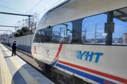 Der Yüksek Hızlı Tren (YHT) kurz vor der Abfahrt in Istanbul nach Ankara.