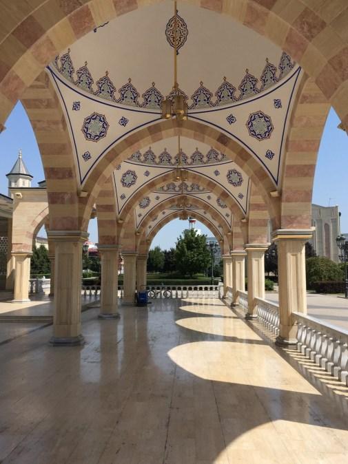 Auf dem Gelände der Achmat-Kadyrow-Moschee