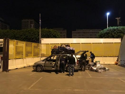 Großeinkauf in Italien –denn in Tunesien gibt es Vieles nicht oder es ist deutlich teurer. Mehr passte wirklich nicht mehr auf die Fahrzeuge.