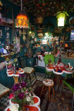 Ein etwas anders eingerichtetes Café in der Casbah