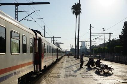 In Adana auf dem Bahnsteig