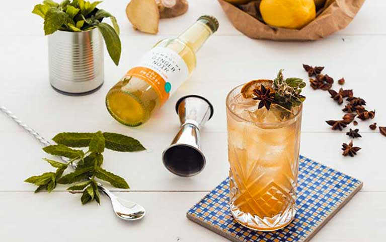 cocktail con bevanda fermentata kombucha