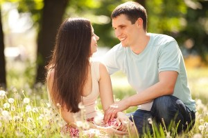 10 صفات رائعة في المرأة يحبها الرجل في المرأة المستقلة المبدعة