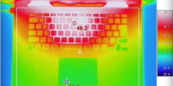شاب ياباني يبتكر طريقة تبريد اللاب توب بطريقة سهلة وبدون إيقاف التشغيل