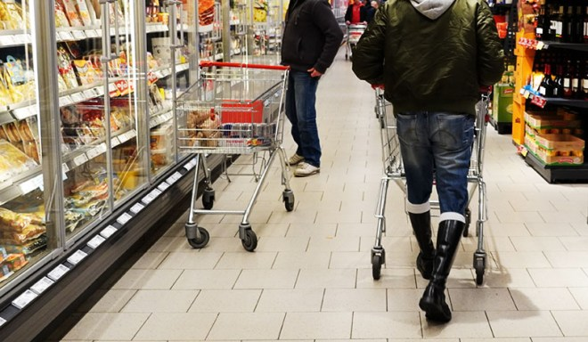 Skin beim Einkaufen - Copyright 2020, fesselblog.de