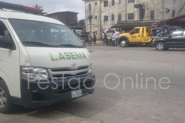 Car Tumbles Into Shop At Durbar Junction , Amuwo-5