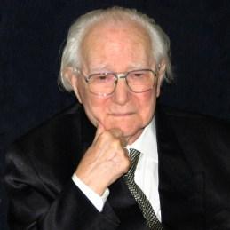 2003 Lossonzcy Tamás Kossuth Lajos-díjas, érdemes művész címmel kitüntetett magyar festőművész, grafikus