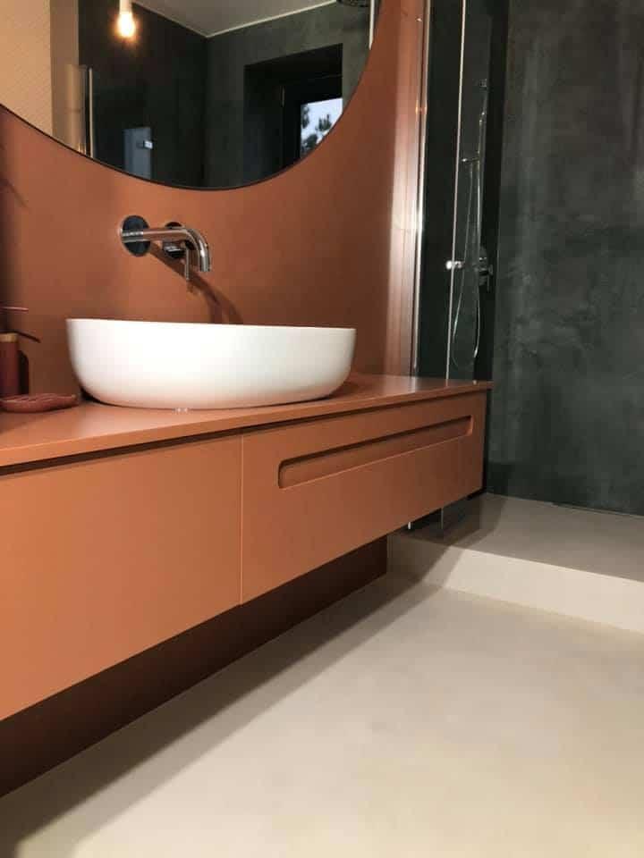 wodoodporny betonowy tynk dekoracyjny w łazience