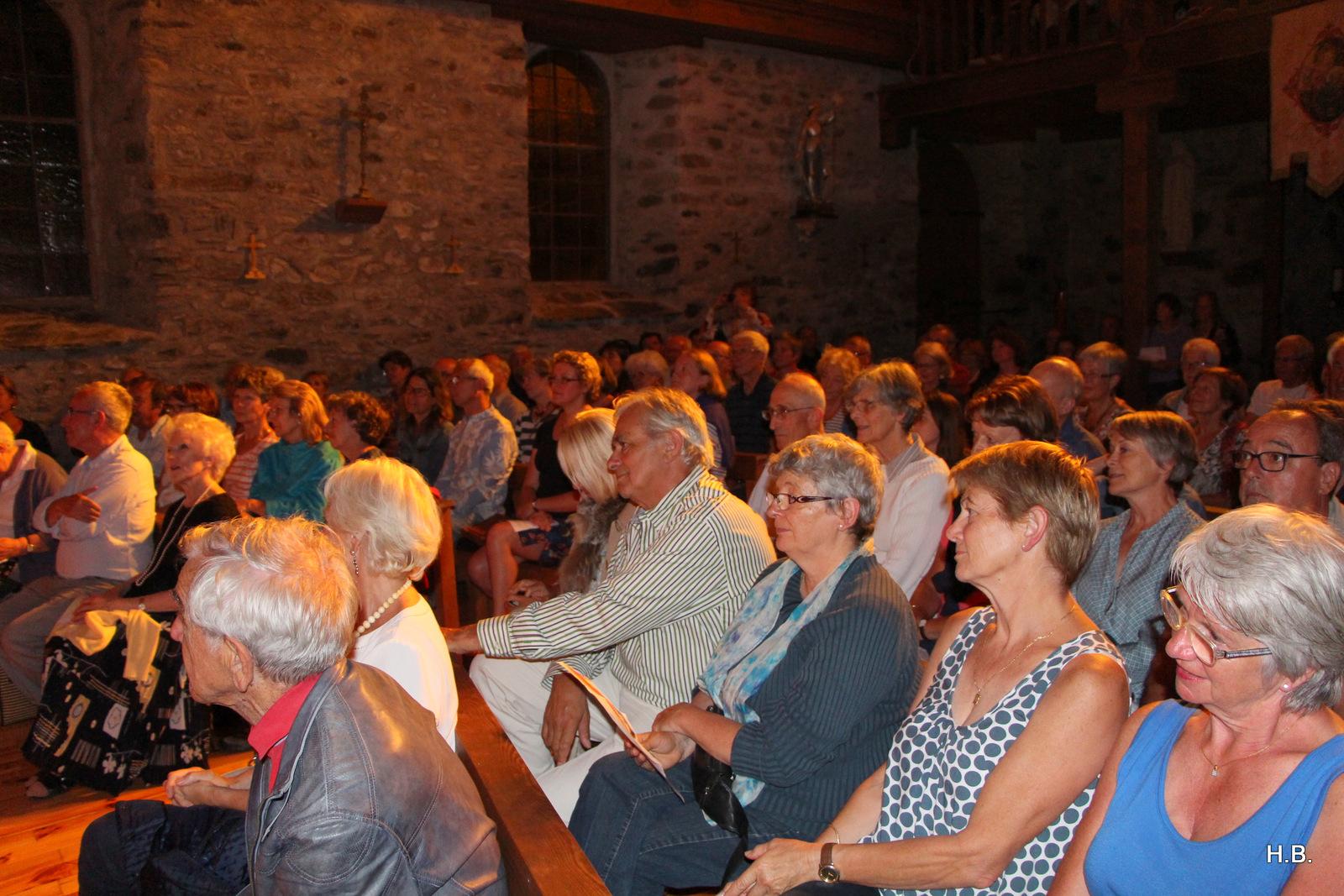 spectateurs aragnouet festival petites églises de montagne