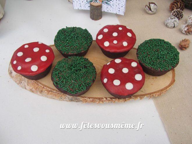 table Gourmande Thème forêt - cupacakes champignons - Fêtes vous même