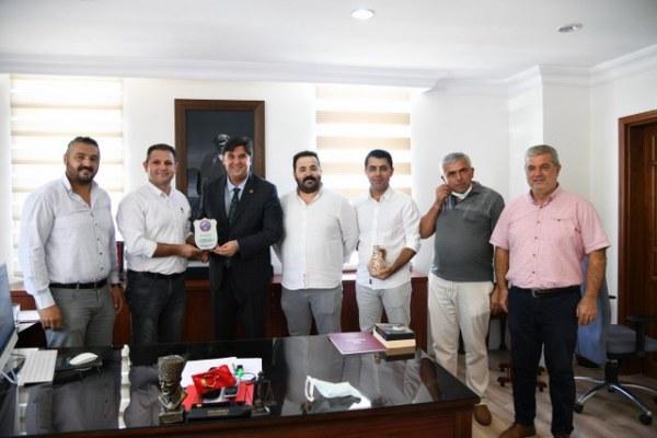 Esenköyspor Kulübü'nden Başkan Karaca'ya Plaket