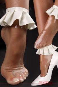 Short latex socks with frils