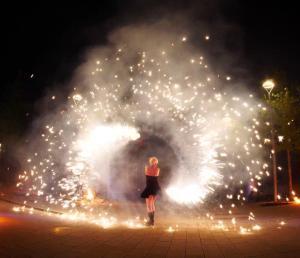 Weihnachtsfeier-Pyrotechnik-Feuershow-Firmenevents-Logo darstellen-Pyroshow-Künstler Heidelberg