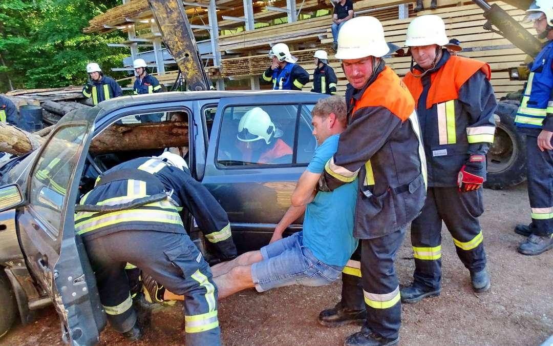 Atzinger Feuerwehreinsatz im Sägewerk