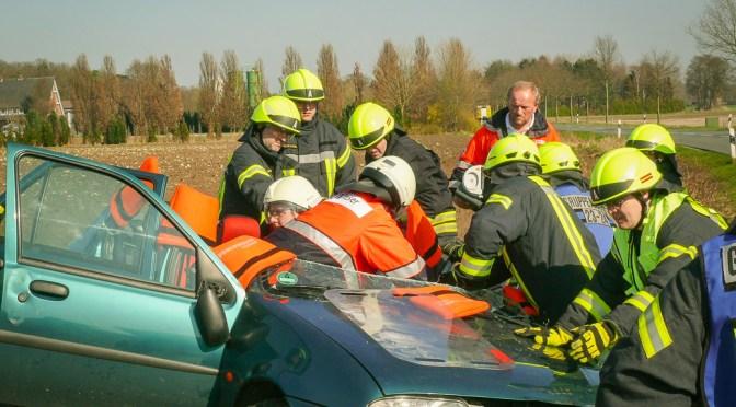 44-Jährige bei Verkehrsunfall verletzt eingeklemmt