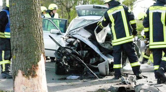 34-Jähriger prallt mit Auto gegen Baum