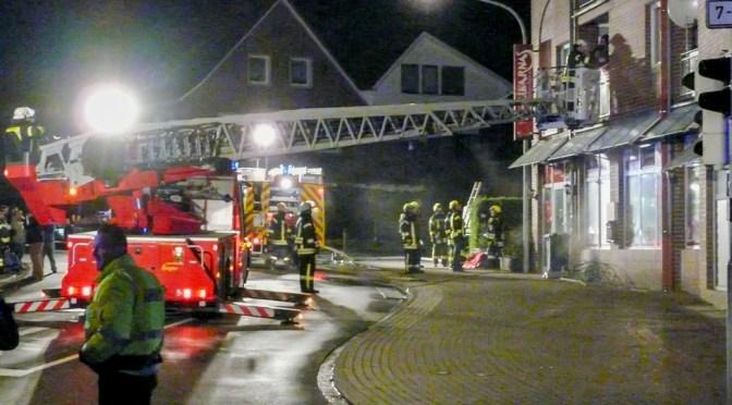 Kellerbrand in Mehrfamilienhaus: 15 Personen gerettet