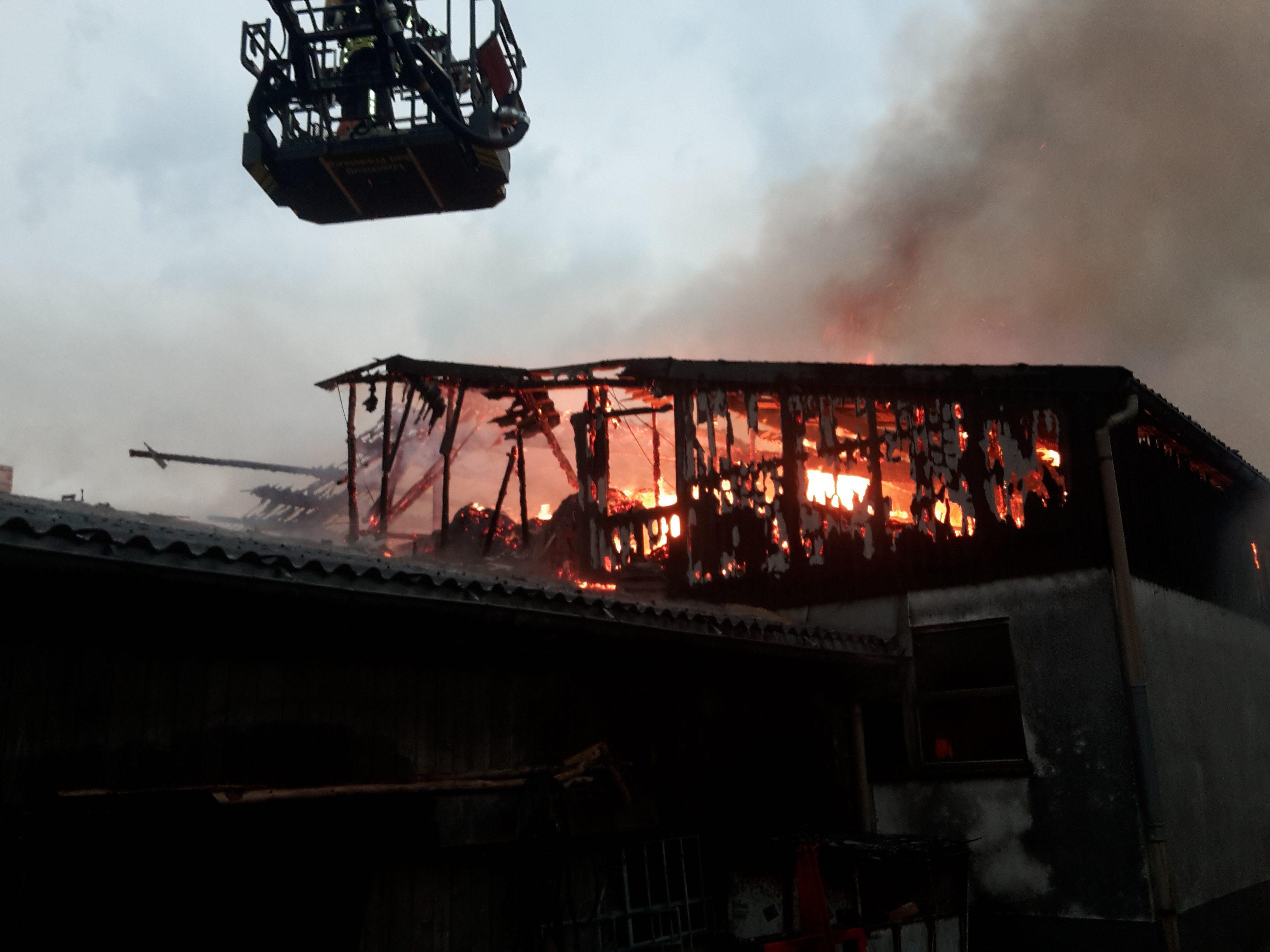 Großbrand eines landwirtschaftlichen Anwesens in Bödefeld
