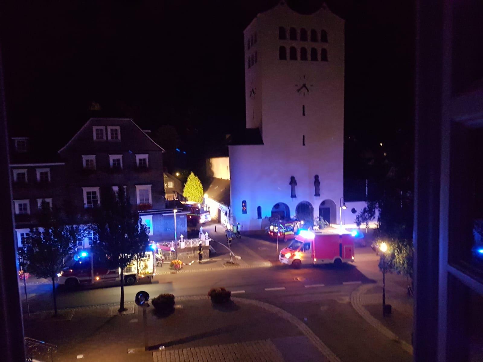 Brand in den frühen Morgenstunden im Franz Stock Haus in Bad Fredeburg – eine Person über Drehleiter gerettet
