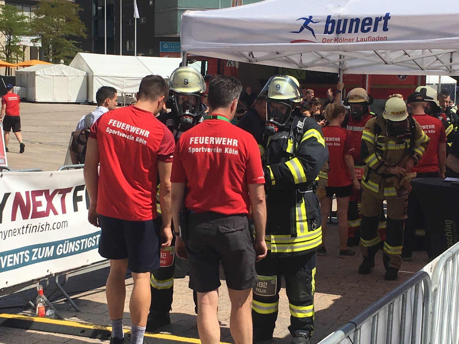 Grafschafter Feuerwehrmänner topfit. Super Leistung beim Kölnturm Treppenlauf