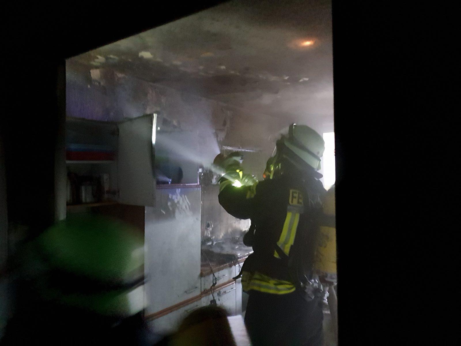 Brandeinsatz am Vereinsheim am Paul Falke Platz in Schmallenberg – schnelles Eingreifen verhindert großen Schaden