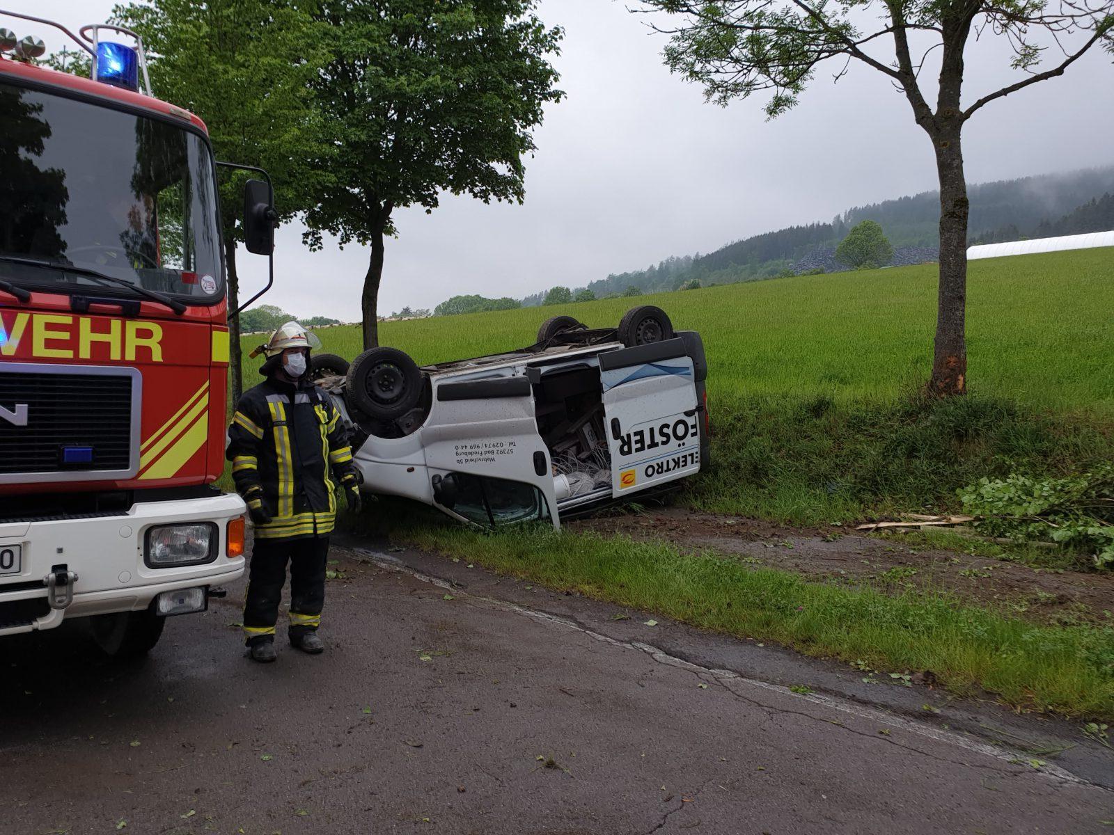 Verkehrsunfall mit Kleintransporter zwischen Huxel und Bad Fredeburg