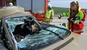 Am April 2014 kam es auf der B 173 zwischen Grumbach und Herzogswalde zu einem tödlichen Verkehrsunfall. Dabei starb ein 33-jähriger Motorradfahrer, der zuvor mit einem BMW kollidiert war. Der Mann zählt zu den insgesamt 17 Verkehrstoten, die es im vergangenen Jahr im Landkreis zu beklagen gibt. Die Polizei verzeichnet in ihrer Statistik eine Zunahme der schweren Verkehrsunfälle, bei denen es Tote gab. Archivfoto: Roland Halkasch
