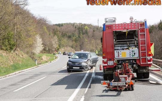 Zweifache Pkw-Bergung für die Feuerwehr Gföhl nach Unfall auf der B37