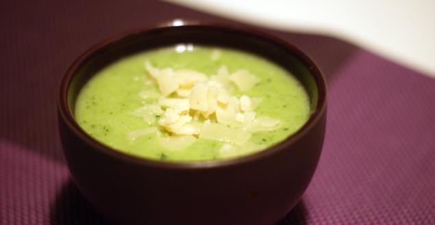 Soupe de brocolis, courgettes et parmesan - Feuille de choux