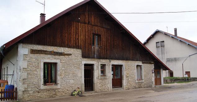 La fruitière à Comté de Lievremont - Feuille de choux