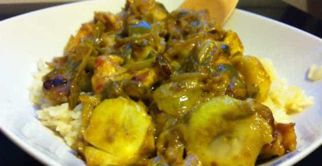 Poulet au curry coco bananes - Feuille de choux