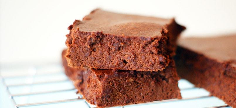 Gâteau au chocolat sans sucre et sans beurre fondant
