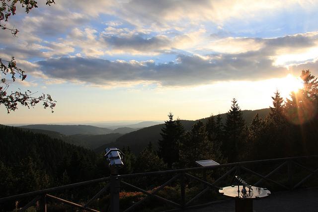 ... herrlichen Panoramblicken auf die Gipfel des Thüringer Waldes (Tourismus GmbH Oberhof)