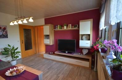 Wohnbereich mit Kabel TV und DVD Player