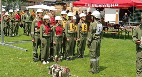 Freiwillige-Feuerwehr-Ellboegen.Gruppenfoto