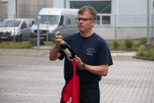 Maik Kreutzkam überreichte ein edlen Tropfen für die seine Amtsvorgänger
