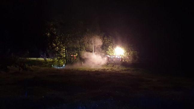 Anhängerbrand statt Zimmerbrand auf Wiese nähe der Alexander-Silveri-Straße