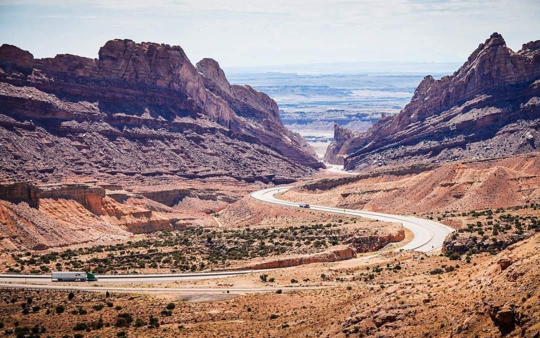 Uth interstate between desert and mountains courtesy of Viktor Janacek PicJumbo