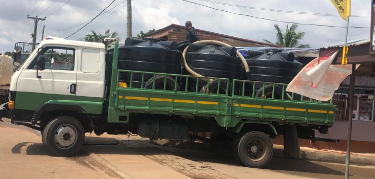 green water tanker truck carrying Polytanks