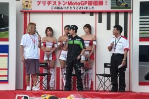 Nakano au stand Bridgestone (1)