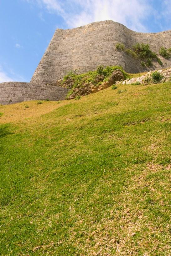 Mur en vague du chateau de Katsuren